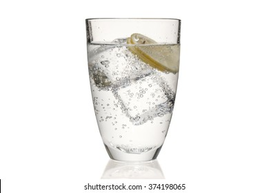 a cup of bubbled tonic water mixed with ice cubes and slices of yellow lemon