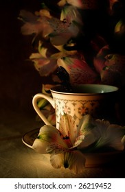 The cup of tea round with flowers