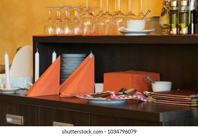 Cupboard with napkins and glasses in a restaurant