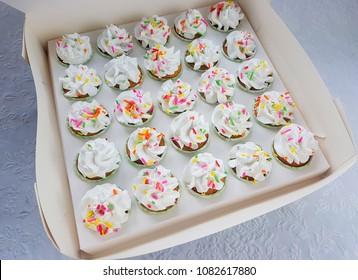 Cupcake in cupcake box white color and square