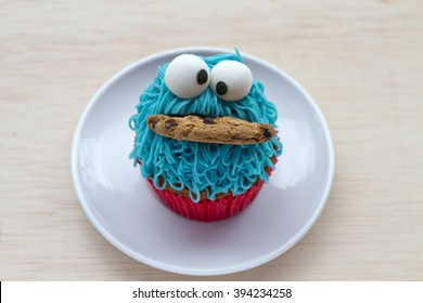 cupcake sympathetic with cookie