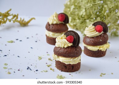 cupcakes with cream and raspberries