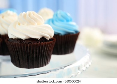 Cupcakes on glass dish on table
