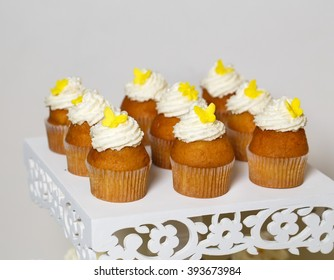 Cupcakes On A Stand Ez Canvas