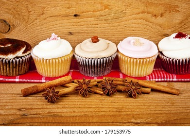 cupcakes on wooden background