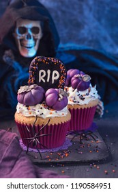 Cupcakes with pumpkins for Halloween party
