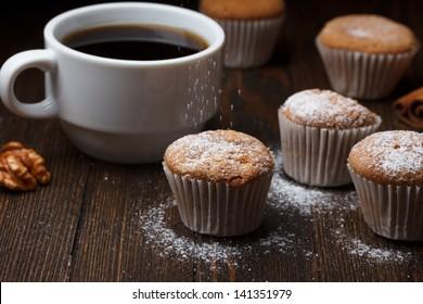 Cupcakes sprinkle with sugar powder