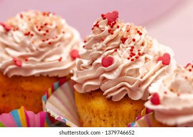 cupcakes with tonka, almond, raspberries