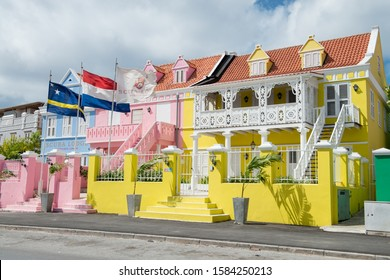 Curacao / Curacao 05.01.2013. Typical house of striking color in the streets of Curacao