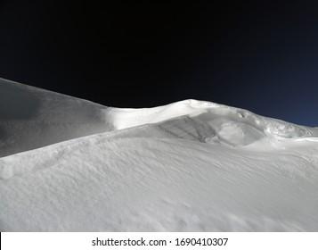 雪がとる不思議な形