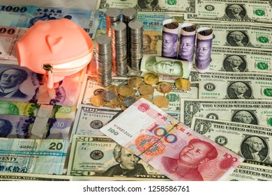 Currency in RMB and USD - trade war between US and China, Donald Trump and Xi Jinping