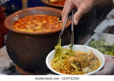 Curry or gaeng hang-lay.in transliteration by Thai Phonetic. is a kind of red curry. The curry is very concentrated.