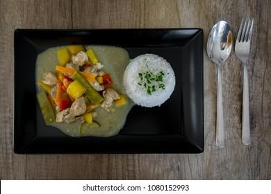 Curry Hähnchen geschnetzeltes mit Gemüse aus dem Dutchoven