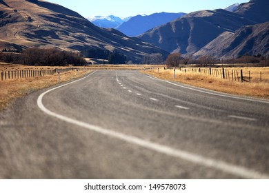 Curve Road in Lindiss pass , New Zealand