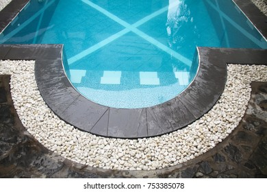 Captivating Curve Swimming Pool Gutter With White Gravels On Top And Black Slate  Border, Pool Side