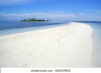 Curved beach of Pontod virgin island located in Panglao island, Bohol, the Philippines (Isola di Francesco)