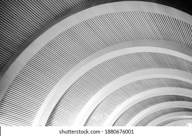 Curved roof arqued in black and white
