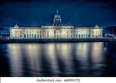Custom House in Dublin at night