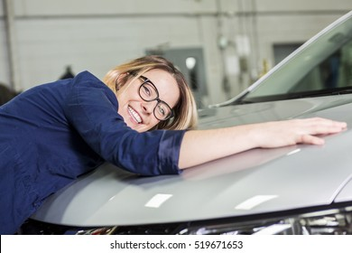 A Customer in the garage with repair car