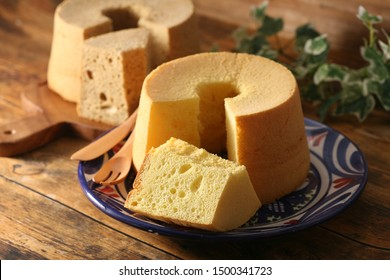 cut and eat a delicious chiffon cake