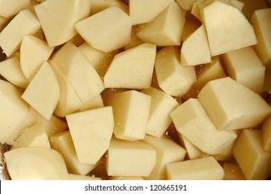 Cut into cubes potato tubers in water before cooking