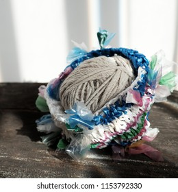 Cut nylon bag into yarn and knit to basket, good idea to recycle nylon bag to reduce environmental pollution