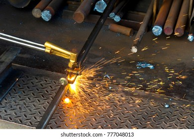 cut steel with gas