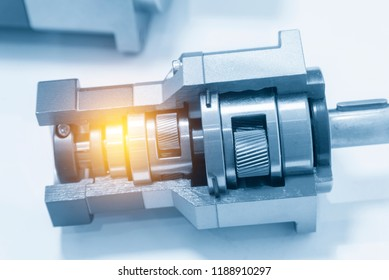 Cutaway of the planetary gear set in the light blue scene with lighting effect.