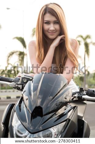 naked girl bike