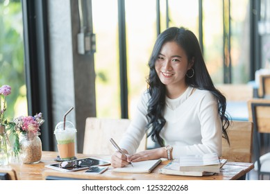 cute girl working in the cafe