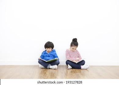 Cute Korean kids reading