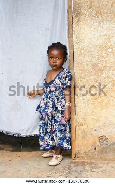 Foto De Stock Sobre Africana Pero Seria Vestida De Color