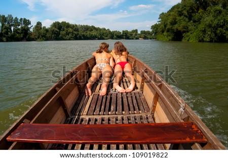 sweet-teenage-girl-sunbathing-charlotte-rampling-topless