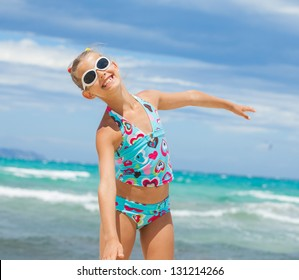 Cute teens girl in sunglasses relax ocean background