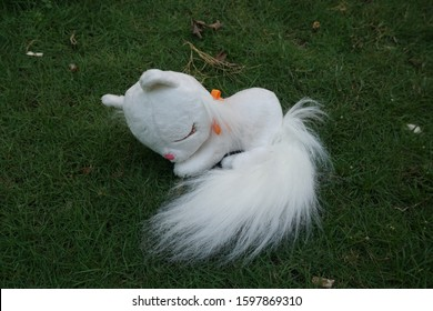 a cute white cat doll, a girl's toy