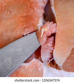 Cutting a chinese pomelo