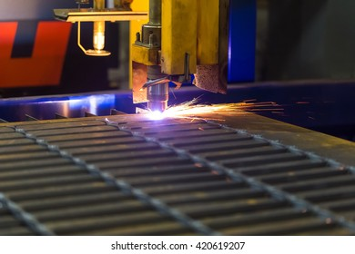 Cutting metal Modern technologies of production of Universal equipment for the manufacture of parts, cutting of sheet steel with laser, plasma or gas.