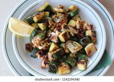 Cuttlefish with zucchini.  http://www.raconets.com/es/2012/09/restaurante-trebol/