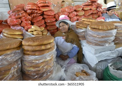 CUZCO, PERU - SEPTEMBER 12: Unidentified people at the Cuzco market on September 12, 2015 in Cuzco, Peru.