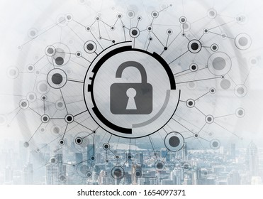 Cybersecurity gemischte Medien mit virtuellem Schloss auf Stadtlandhintergrund. Datenschutz. Schutz personenbezogener Daten und der Privatsphäre vor Cyberangriffen. Internet-Identität und Zugangsverwaltung