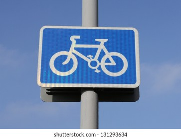 Cycle lane rectangular sign against a blue sky.
