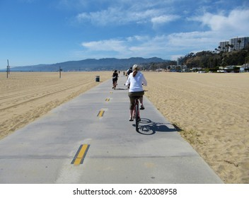 A cycle lane in Santa Monica beach
