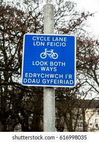 Cycle path sign in English and Welsh