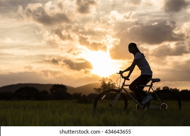 Cycling keeps you fit And have a good shape . This is the Silhouette .