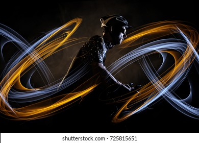Cyclist with dynamic light effect