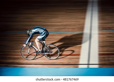 Cyclist finishes on velodrome