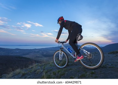 Cyclist going down from a mountain