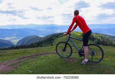Cyclist on the mountain