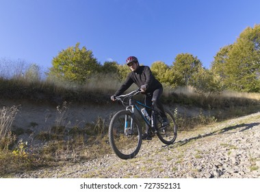 Cyclist on the mountain road.