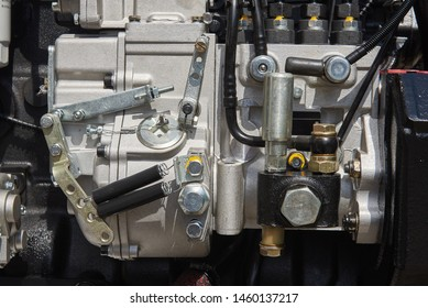 The cylinder block of an internal combustion engine with a fuel injection system